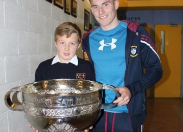 Harry-Niall-with-Westmeath-County-player-Kieran-Martin-and-Sam-Maguire